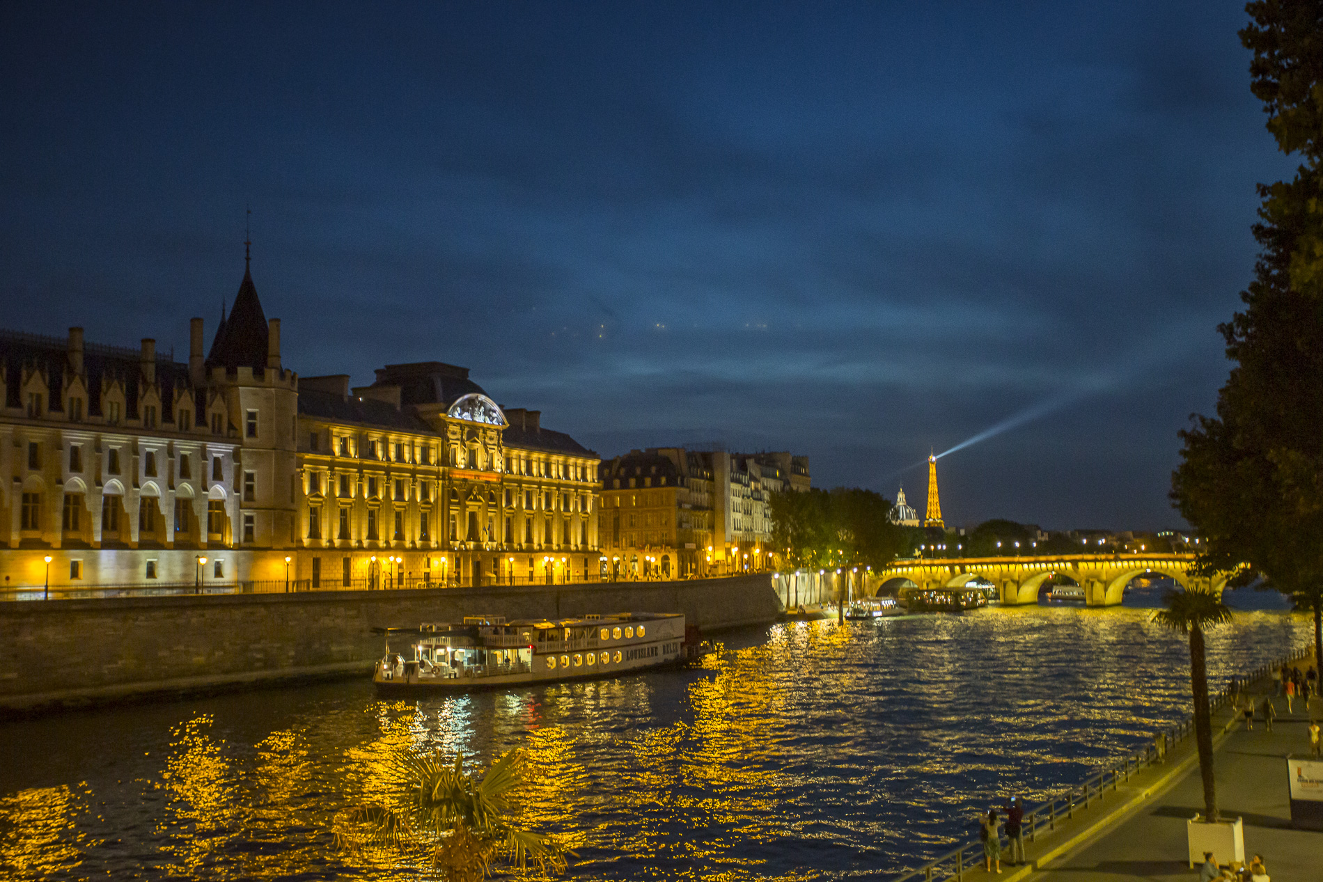 El Sena con la Torre Eiffel al fondo