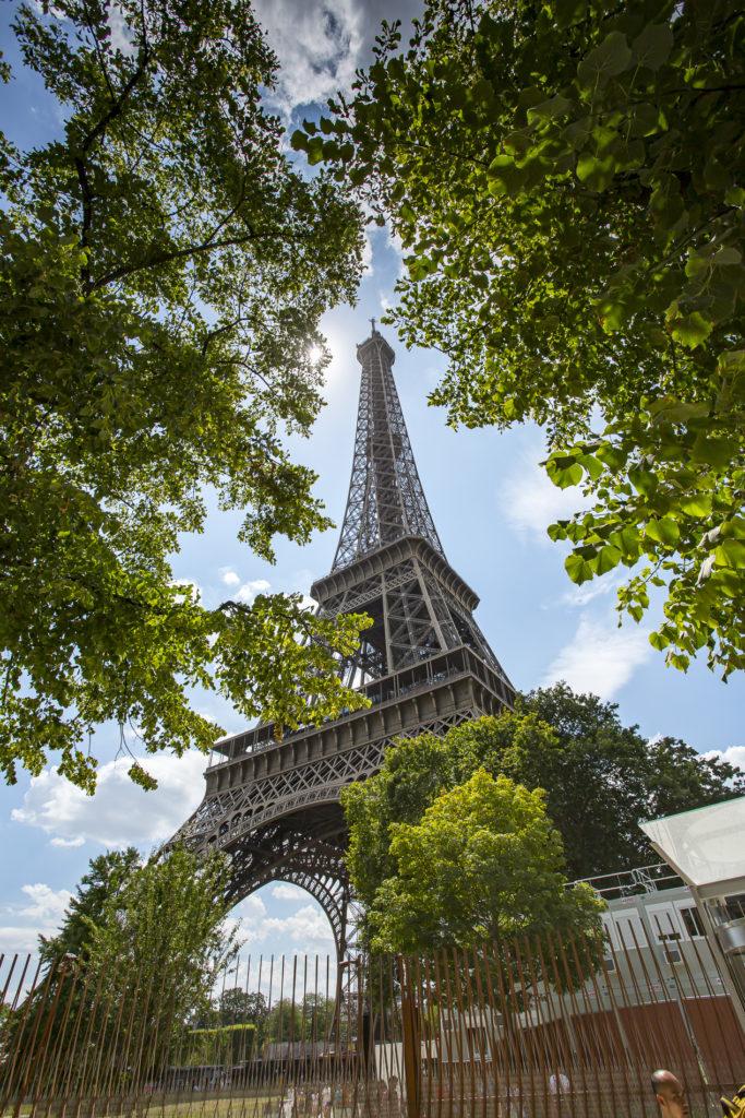 Punto de vista angular de la Torre Eiffel - París