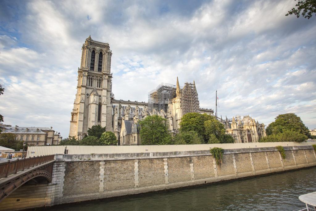 Vista de Notre Dame en restauración