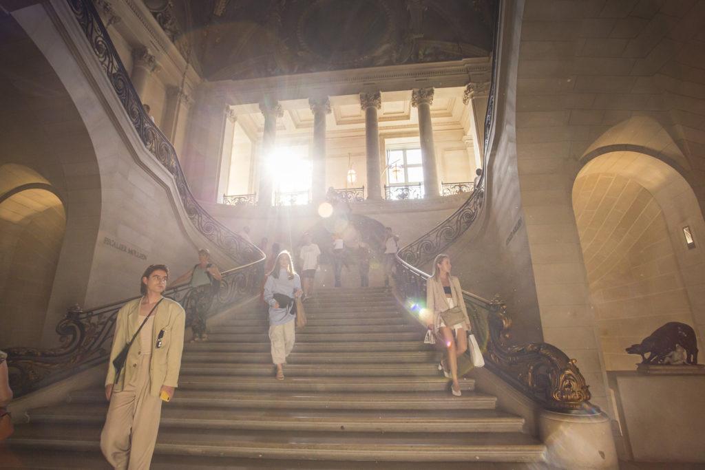 Escaleras del Museo Louvre - Paris
