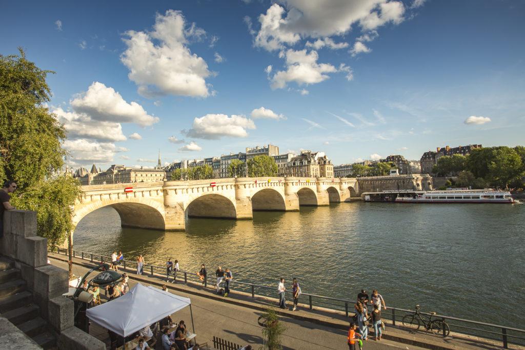 Uno de los puentes que tiene París