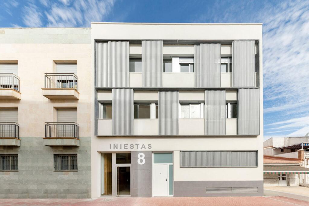 fotografia fachada edificio Iniestas 8 - fotografia arquitectura